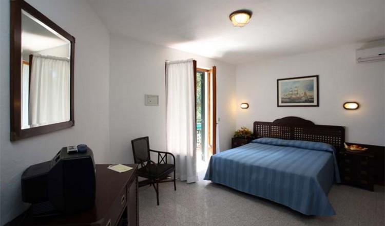 hotel-antares-13